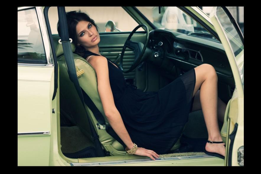 07_BIANCA-IN-CAR